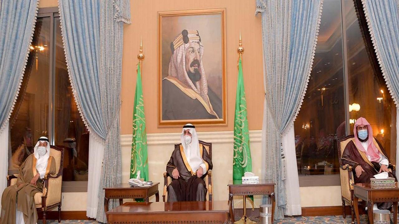 أمير منطقة تبوك يلتقي المواطنين في الجلسة الأسبوعية