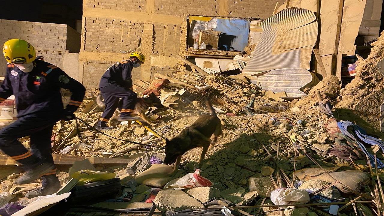 بالصور.. وفاة وإصابة 7 في انهيار منزل شعبي بالرياض