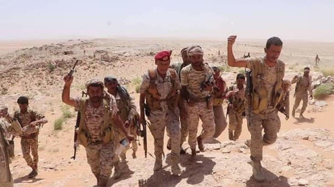 الجيش اليمني يسيطر على مركز قيادة وغرفة اتصالات عسكرية للحوثيين