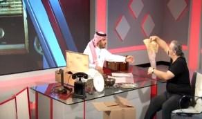 بالفيديو.. أحد الهواة يستعرض أول هاتف للمملكة في عهد الملك المؤسس وسفرة الملك سعود