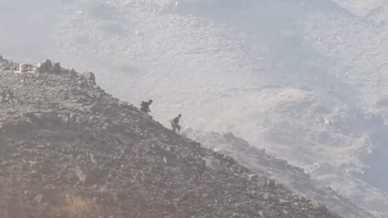 بالفيديو .. عناصر حوثية تفر هاربة بعد فشل هجوم شنته على الجيش اليمني
