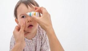طرق الوقاية من احمرار وحكة العين عند الأطفال مع التقلبات الجوية
