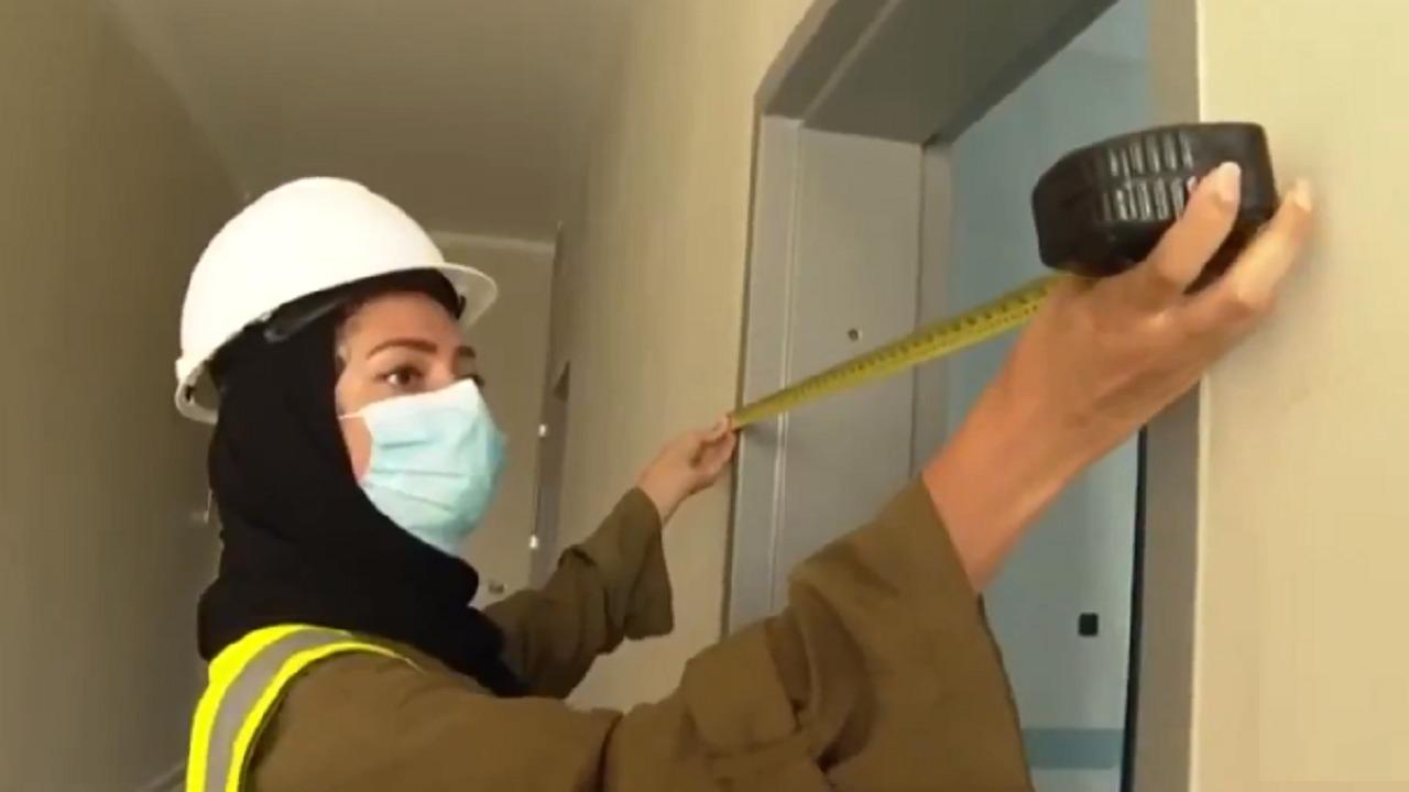 بالفيديو..مهندسة معمارية سعودية تشرف على مباني تصريف الأمطار بجدة