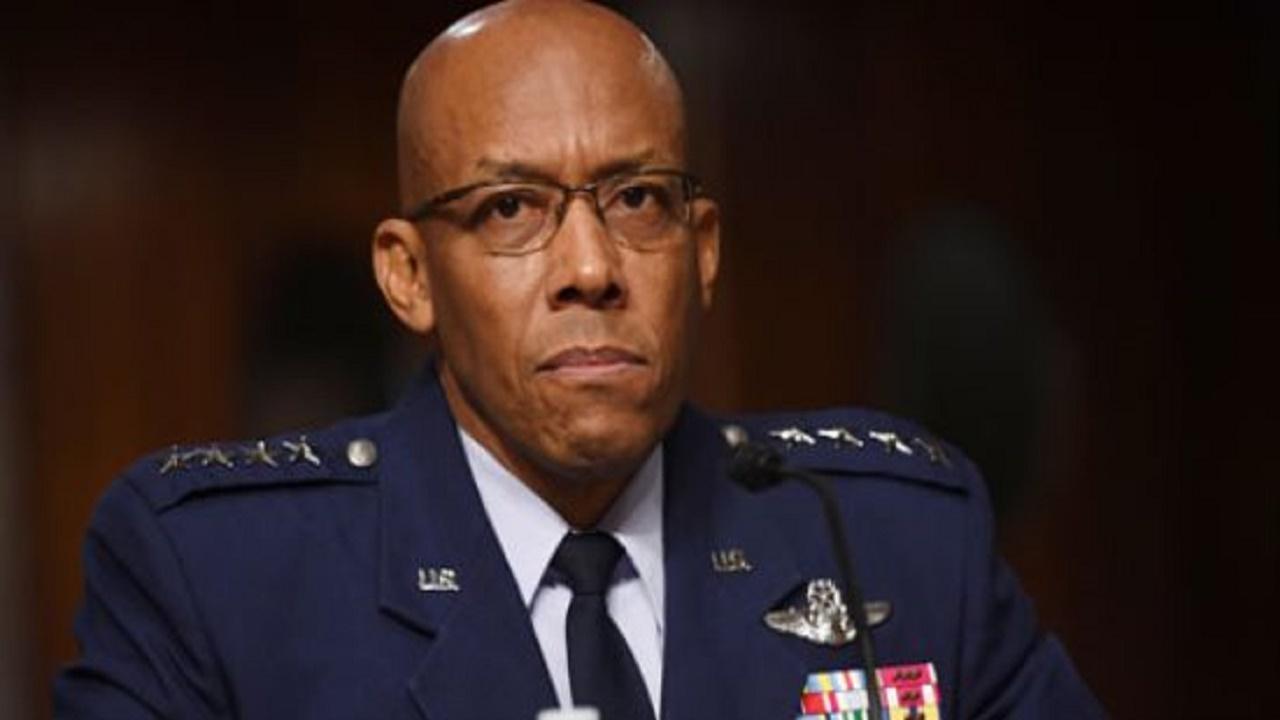مسؤول عسكري يعلن استعداد أمريكا لحرب شرسة ضد دولة تعادلها في القوة