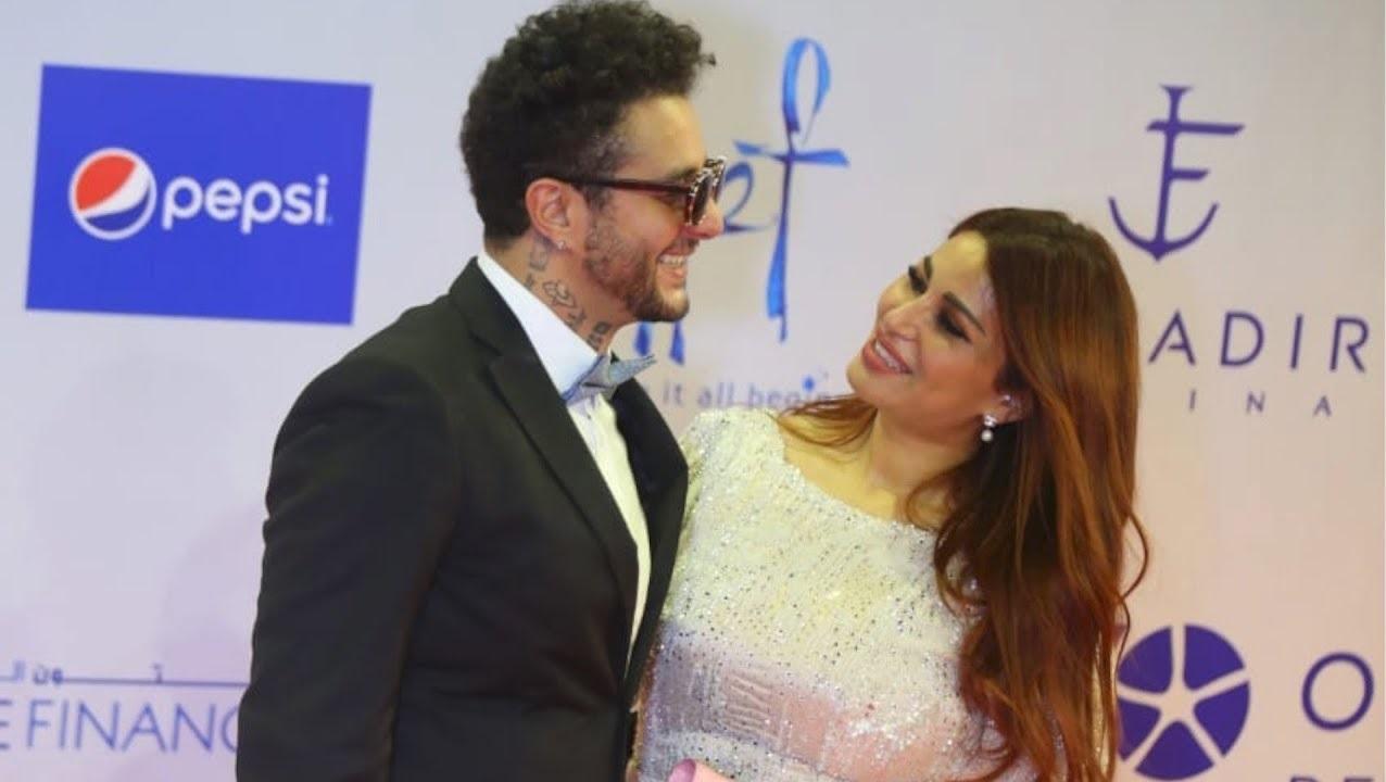 أحمد الفيشاوي مع زوجته وبناتها بملابس فاضحة في حمام السباحة