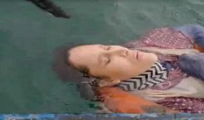 """صياد يعثر على سيدة مفقودة منذ عامين تطفو في البحر والأخيرة تبكي """" فيديو """""""