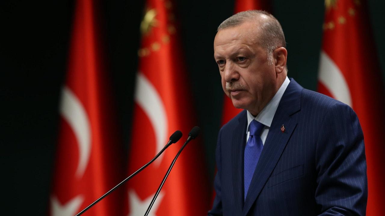 """الأتراك يفضحون أردوغان: ديوننا كثيرة.. حزب العدالة دمر البلاد """"فيديو"""""""