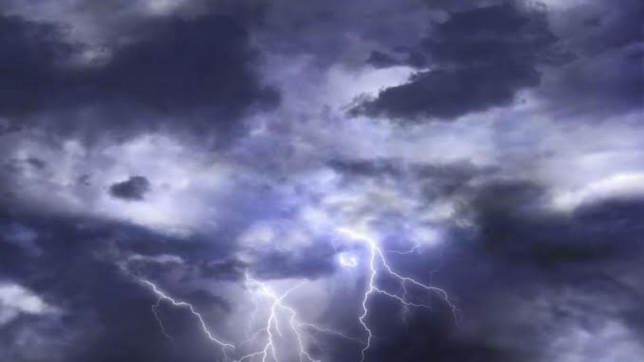 سماء غائمة وسحب رعدية مصحوبة برياح نشطة على 3 مناطق