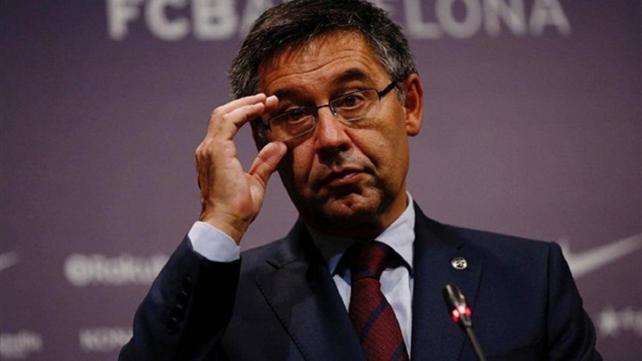 استقالة رئيس برشلونة بعد موسم اللابطولة
