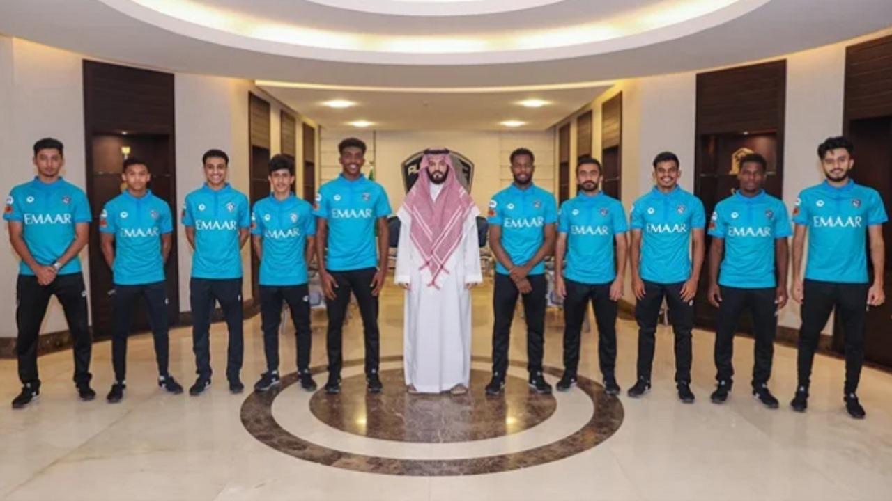 الهلال يوقع عقوداً احترافية مع 10 لاعبين