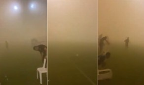 بالفيديو .. عاصفة رملية قوية تجتاح ملعب مباراة أبها والوحدة