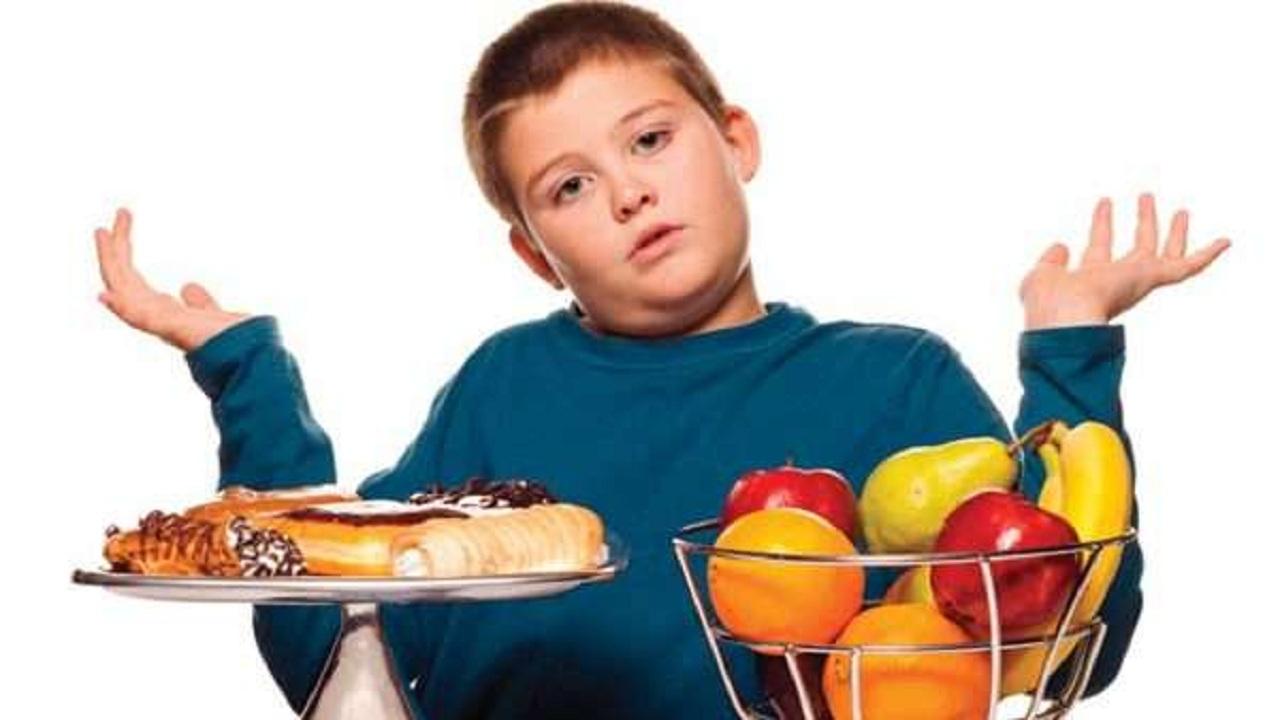 شاهد.. استشاري أطفال يحذر من خطورة ارتفاع كتلة جسم الطفل عن 30 كجم