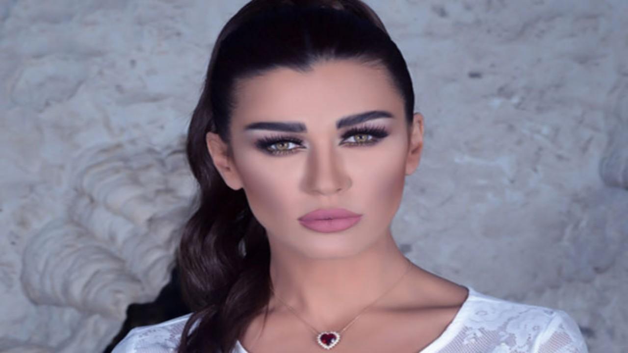 نادين الراسي تبرر ارتباطها بشخص أصغر منها: أنجلينا جولي مش أحسن مني