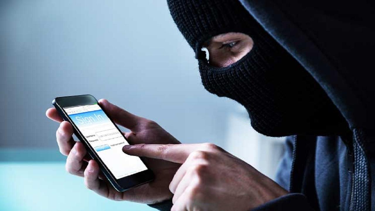 علامة تدل على وجود تطبيق تجسس في هاتفك الآيفون