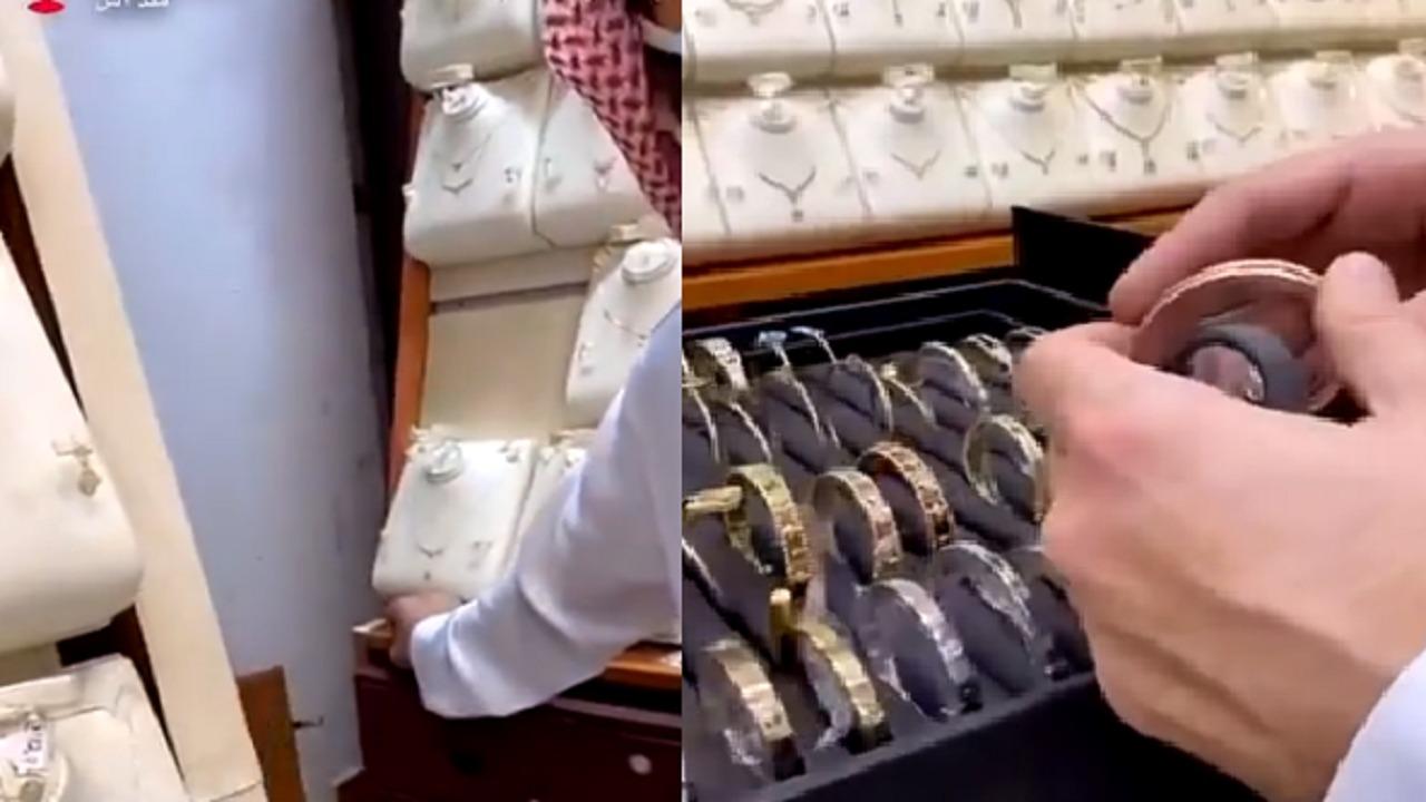 بالفيديو.. العثور على مخبأ سري داخل أحد محلات الذهب