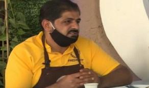 """بالفيديو.. مواطن يروي قصة فتحه مقهى لزيادة دخله:"""" أنظفه بنفسي والشغل مش عيب """""""