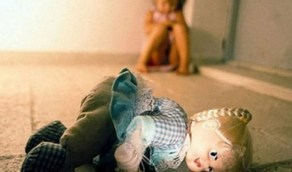 شاب يستدرج طفلة لاغتصابها ووالدها يقتحم مركز الشُرطة للانتقام
