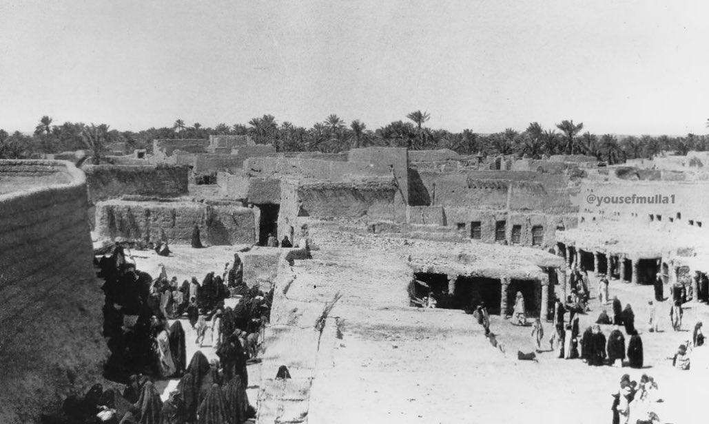 صورة نادرة لسوق النساء بجانب سور قصر الحكم عام 1332ه