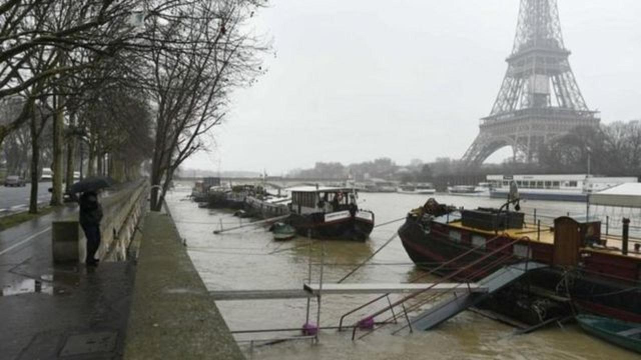 الأمطار تجرف الجثث من المقابر في فرنسا