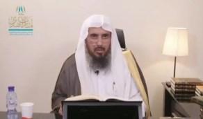 """بالفيديو.. الشيخ """"الخثلان"""" يوضح حكم إخراج الجوال أثناء الصلاة ووضعه على """"الصامت"""""""
