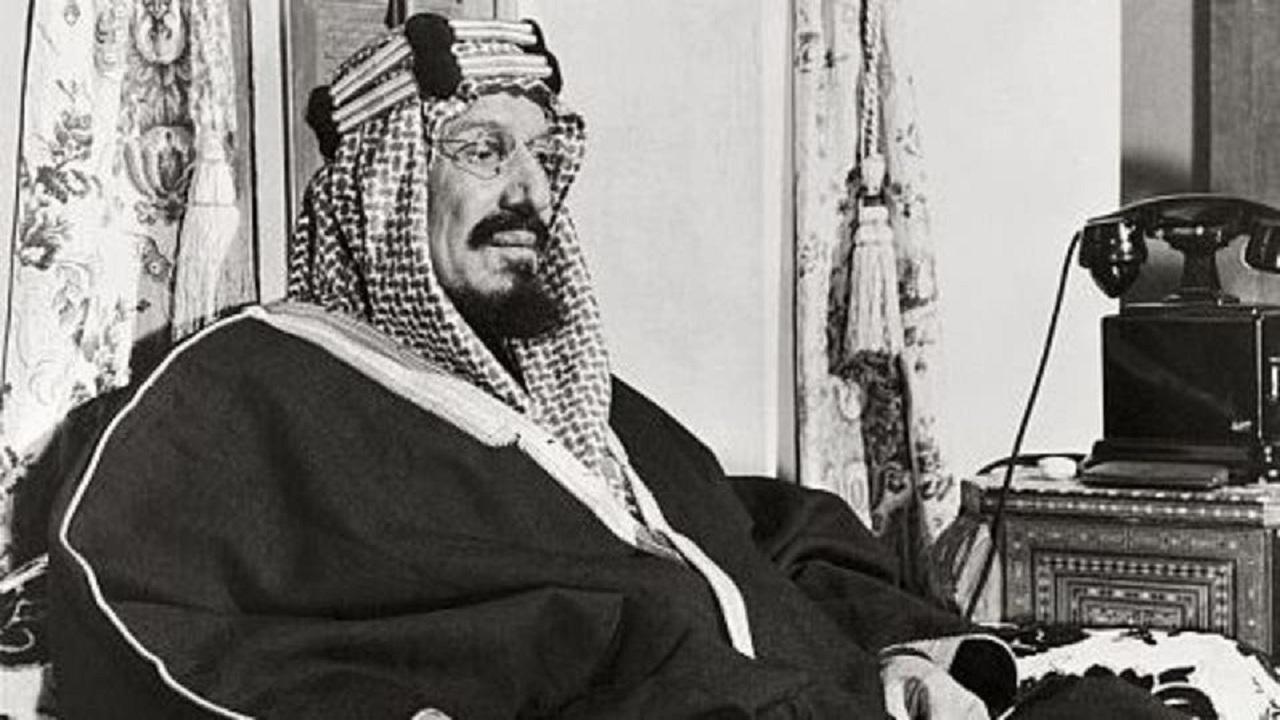 صورة جميلة للملك المؤسس تثير التساؤلات حول إصابته بمرض في عينه