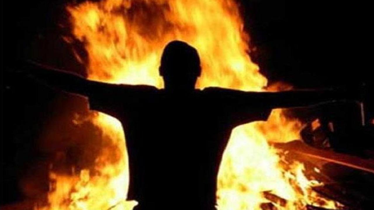 إضرام النيران في مقر السفارة الفرنسية بالخرطوم