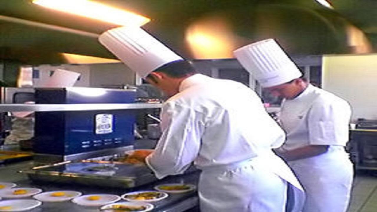 كاميرات مراقبة بمطابخ مطاعم الباحة بعد حالات تسمم العقيق