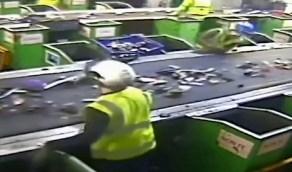 """بالفيديو.. لحظة إنفجار """"زومبي الجوال والكمبيوتر"""" على أرض الواقع"""