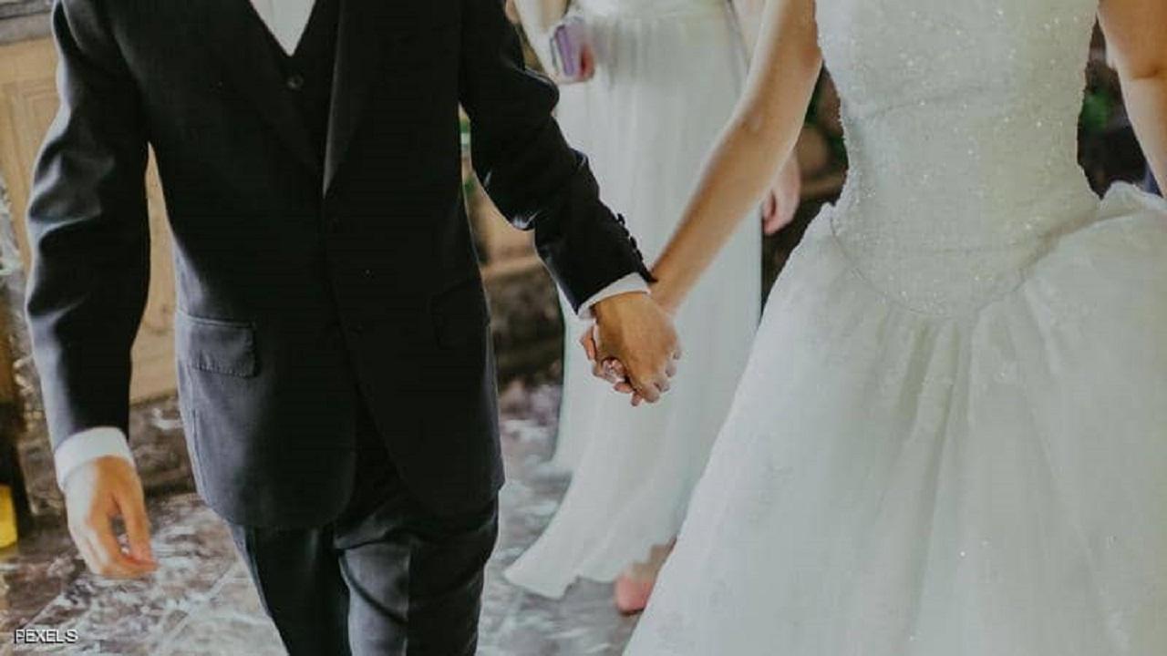 حفل زفاف يتحول لمضاربة جماعية بعد قدوم دجالة
