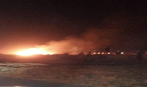 بالفيديو .. السيطرة على حريق هائل في مقبرة المجيرمة بالقوز