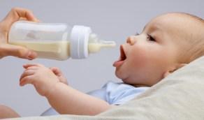 دراسة: زجاجات الرضاعة الصناعية قد تضر حديثي الولادة