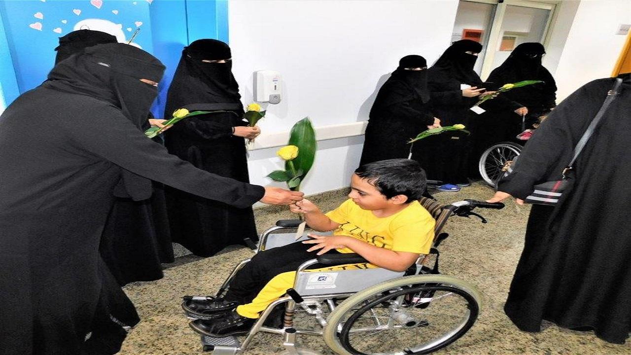 """الأطفال ذوي الإعاقة بعسير يحتفون بمعلماتهم في """"يوم المعلم"""""""