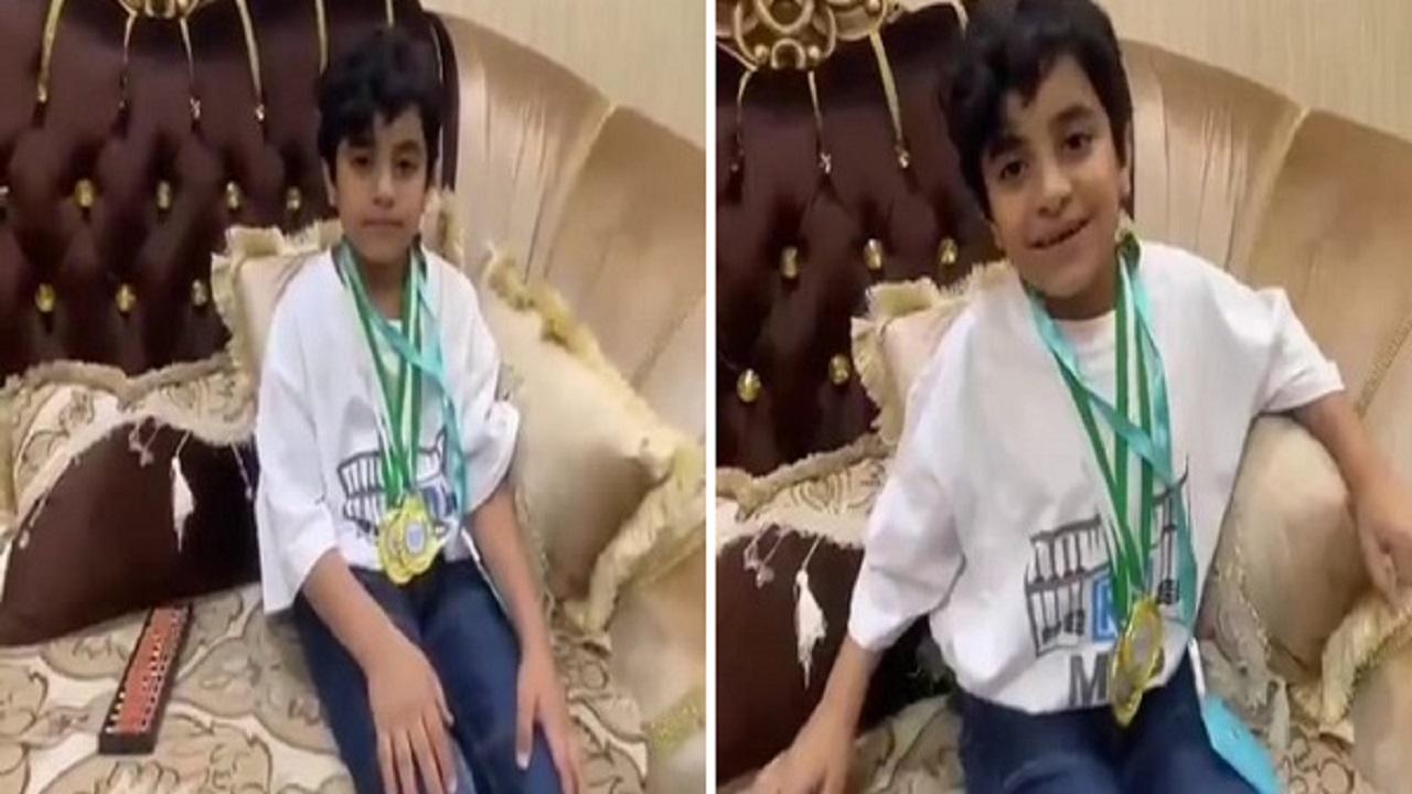 فيديو للطفل الذي حصد المركز الأول عالمياً في الحساب الذهني أثناء حل مسألة صعبة