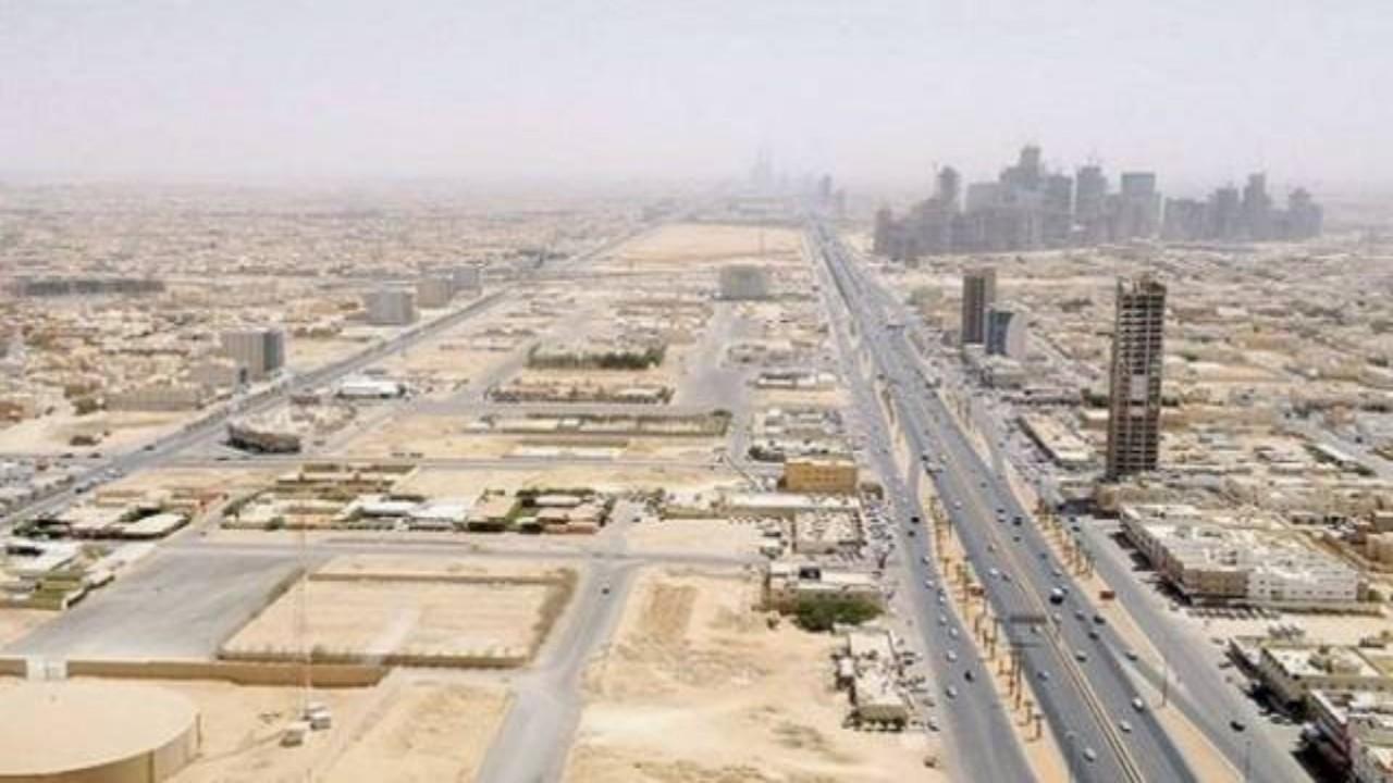 """""""الأراضي البيضاء"""": تسجيل أرض بمساحة 12 مليون م2 وفرض الرسم عليها بأثر رجعي في الرياض"""