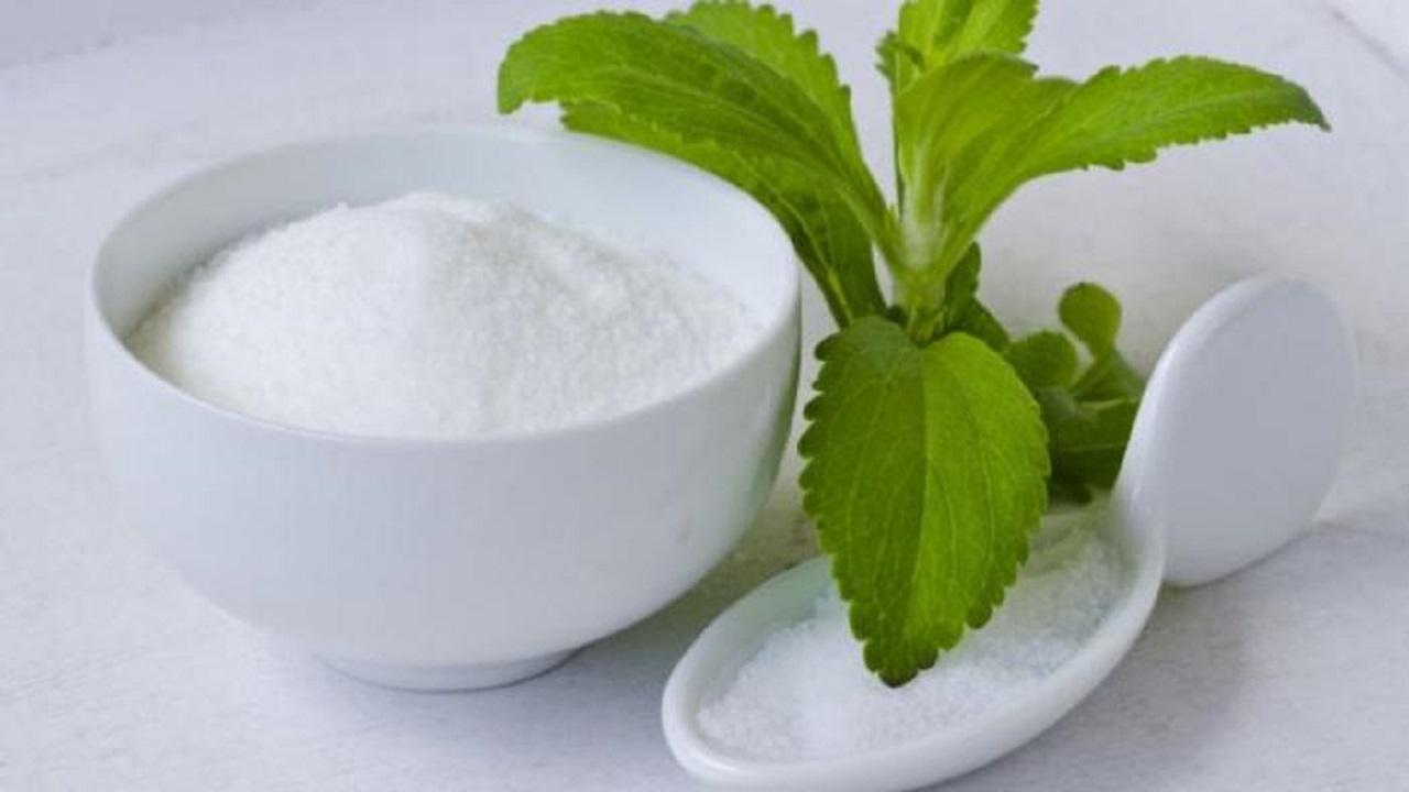 وصفة بسيطة من السكر والنعناع لترطيب وتقشير البشرة