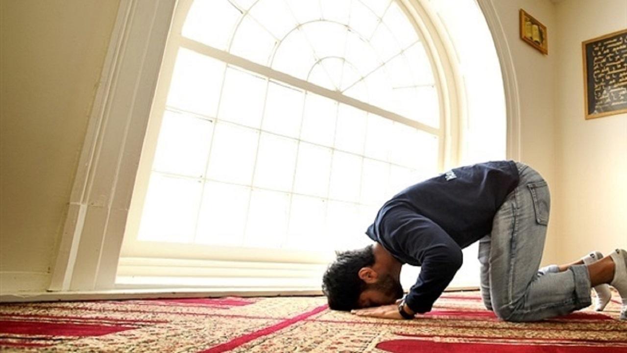 بالفيديو.. حكم الجمع بين الصلوات بالنسبة للمبتعثين