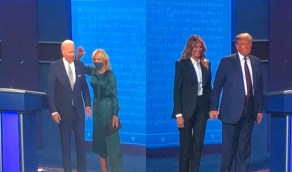 بالفيديو..ترامب يجر يد ميلانيا بعد احتضان بايدن لزوجته