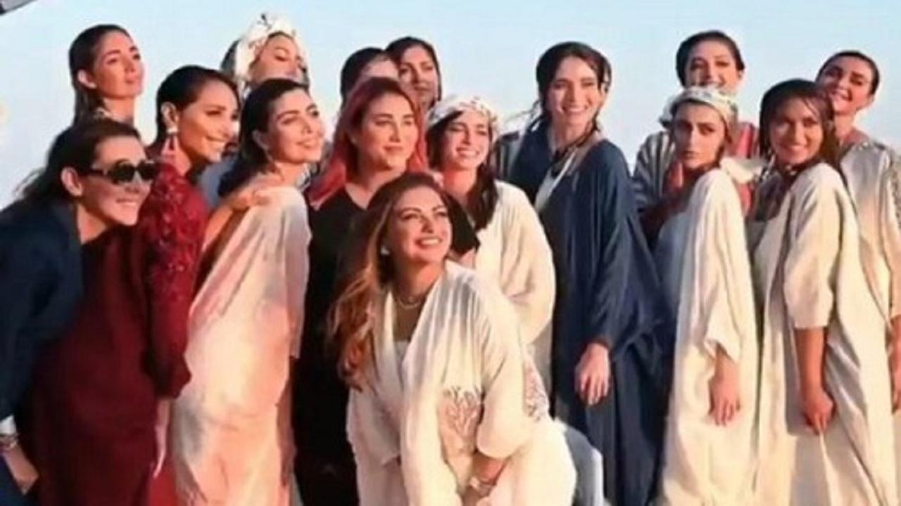 بالفيديو.. أول عرض أزياء على شاطئ جزيرة الرأس الأبيض بينبع