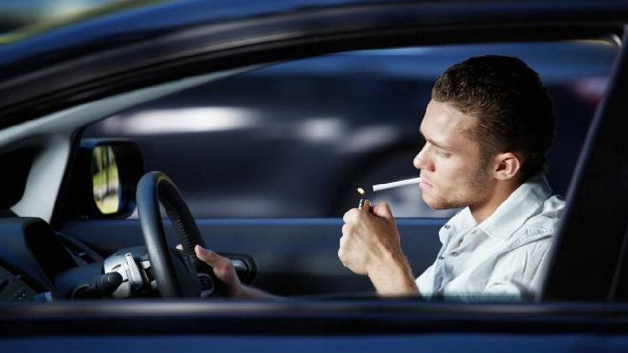 أضرار التدخين داخل السيارة