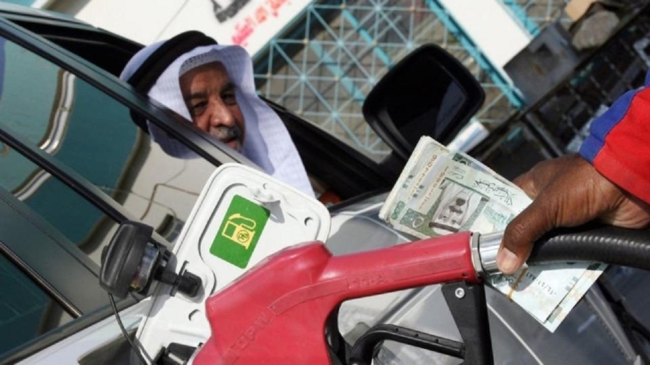 مواطنون يتعرضون لعمليات غش يقودها عمالة بمحطات الوقود (فيديو)