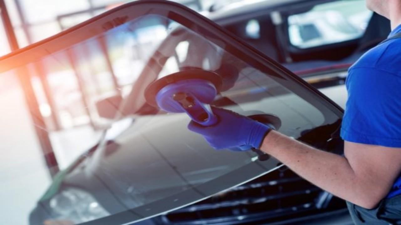 أبرز أوجه الاختلاف بين زجاج السيارة الأصلي والتقليد