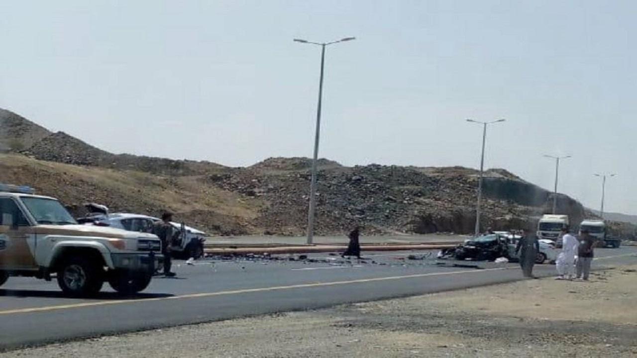 وفاة وإصابة 12 شخصاً في حادث تصادم مروع بالقنفذة