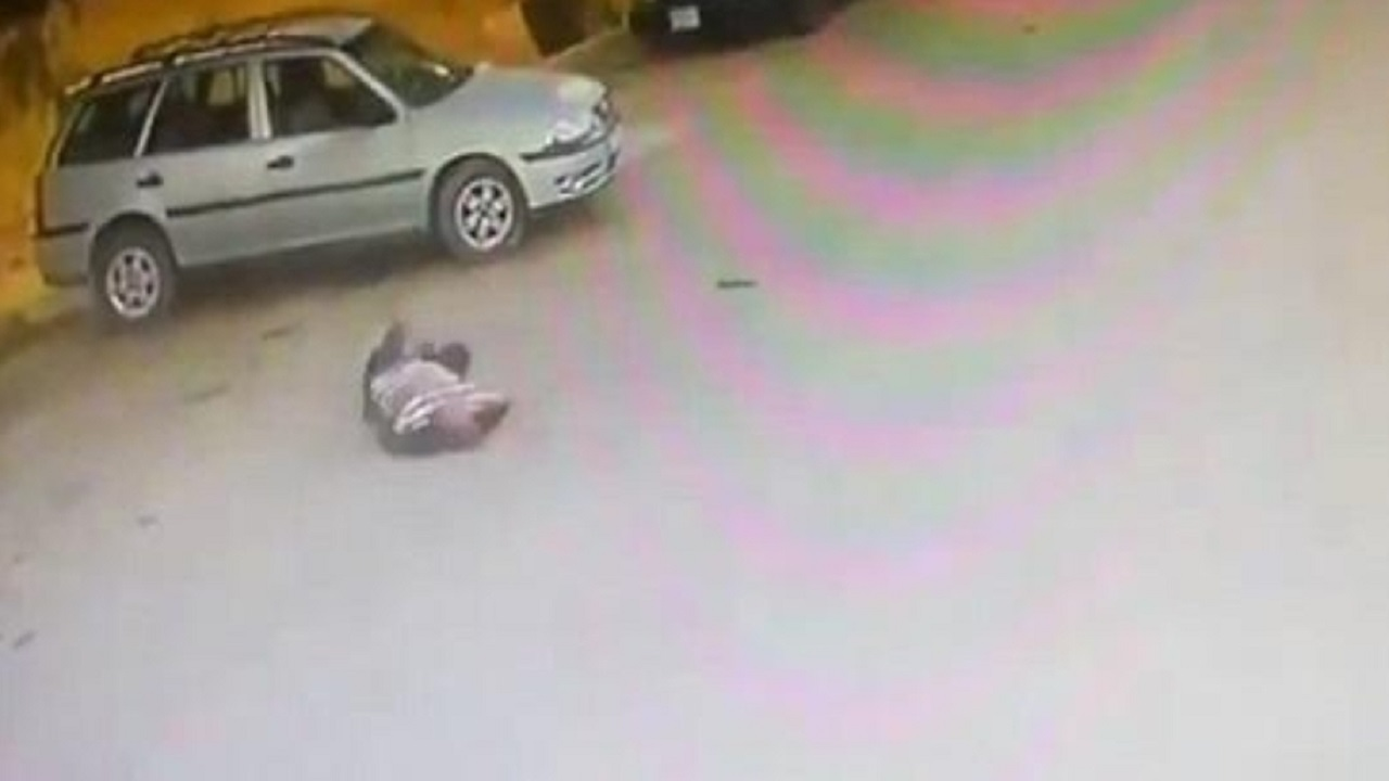 لبناني يطلق النار على نفسه في الطريق