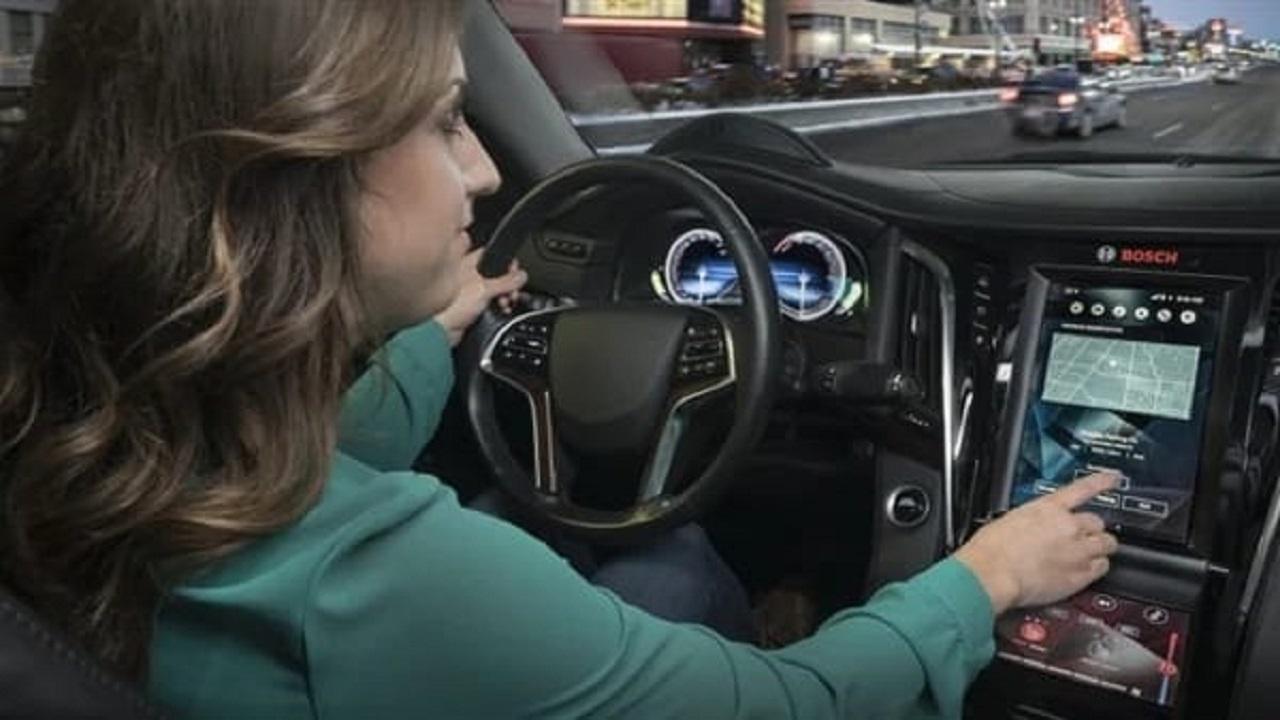 تأثير الأنظمة التكنولوجية الجديدة على سلوك قائدي السيارات