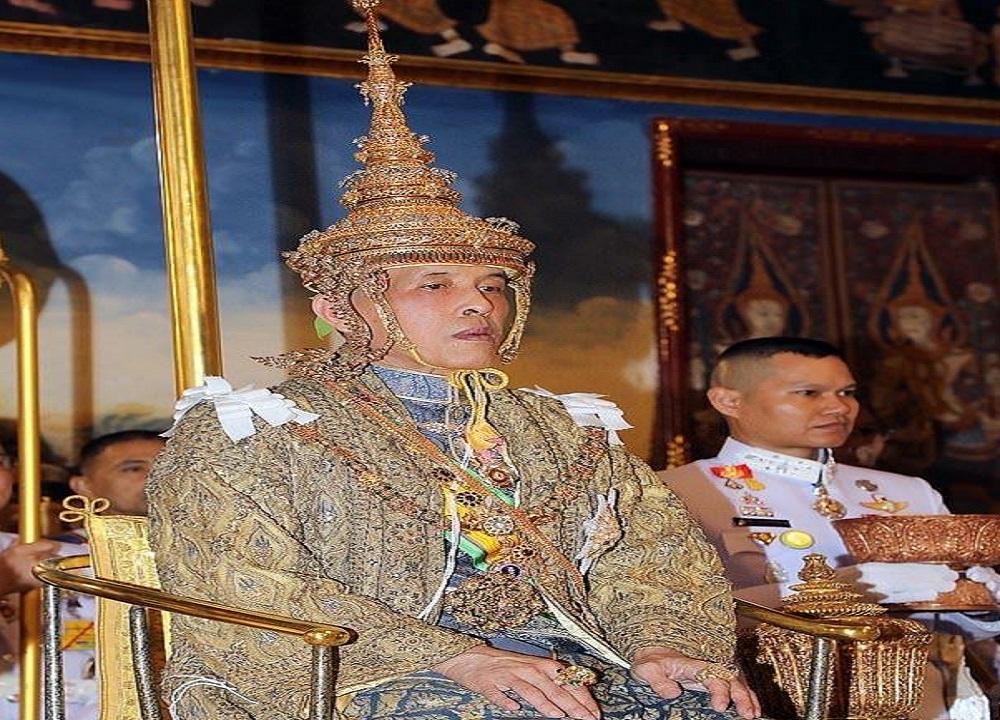 أبرزها عشقه للكلاب.. عادات ملك تايلاند الغريبة تتسبب في تمرد شعبه