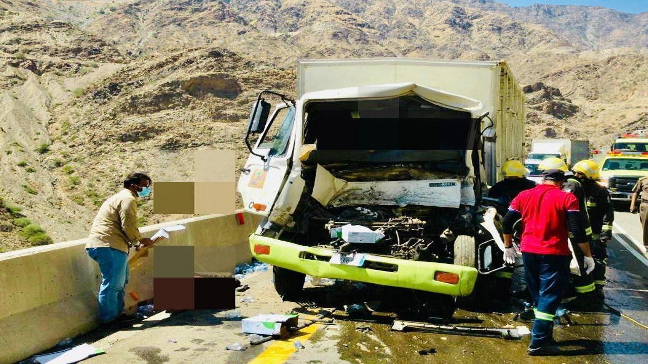 إصابة شخصين في حادث مروري بالباحة