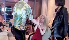بالصور.. مطرب شهير يضرب عارضة أزياء بعنف خلال لايف فيسبوك