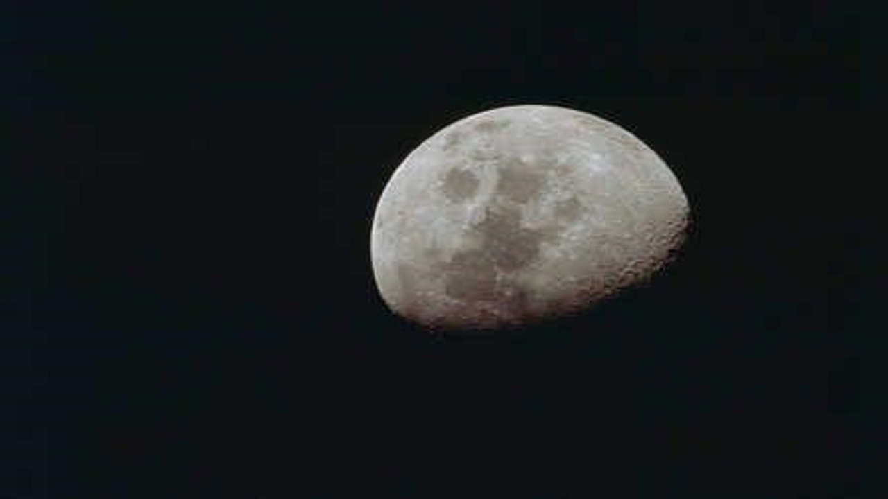 ناسا تعلن عن اكتشاف جديد على سطح القمر