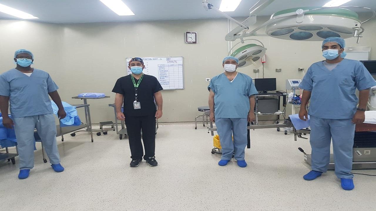 عملية نوعية ونادرة لاستبدال مفصل عظمة الزند لمريض بمستشفى النماص