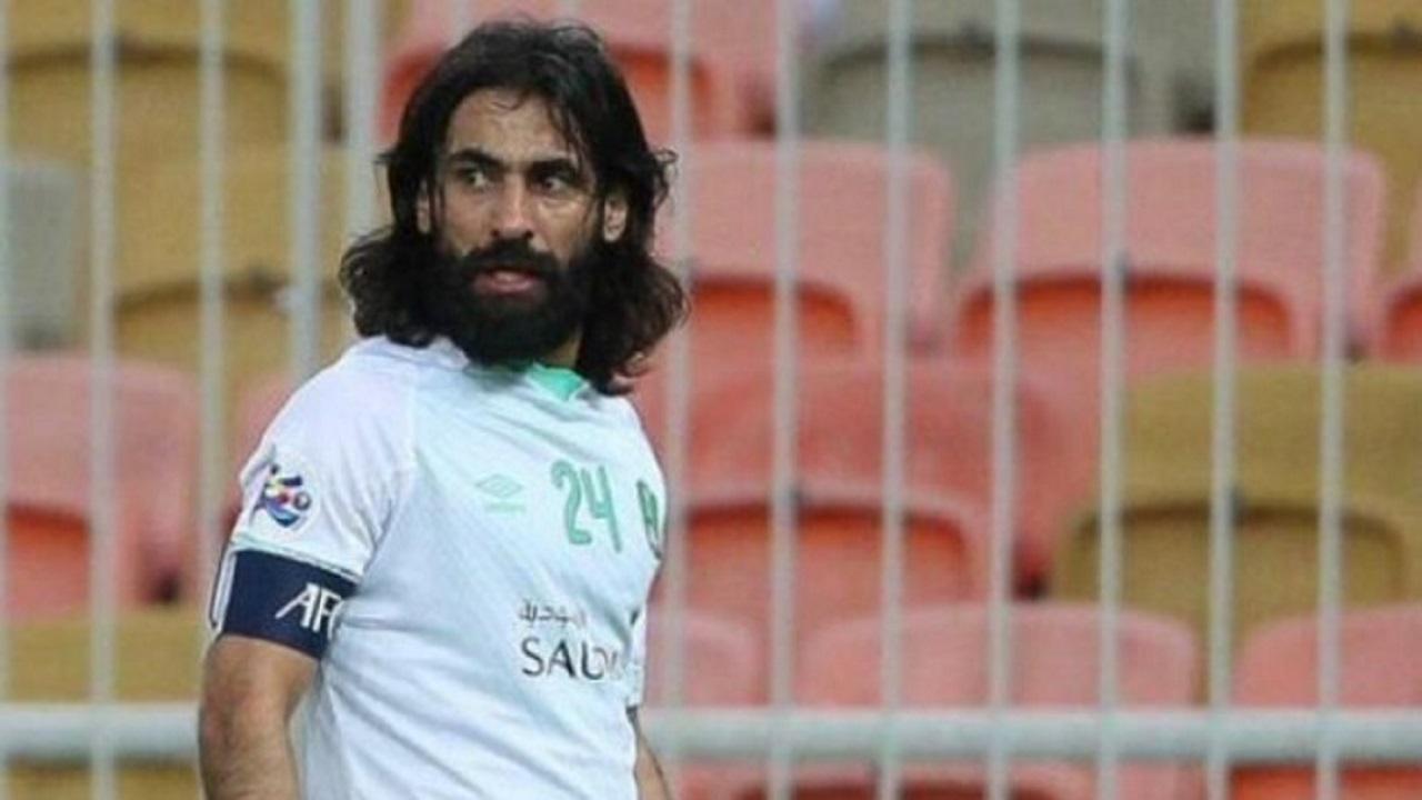 حسين عبدالغني يتعرض لحادث مروري وهو في طريقه لمباراة الأهلي والنصر